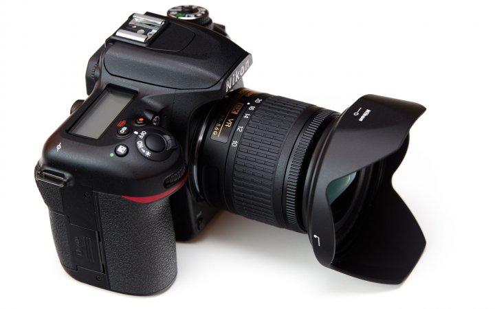 Nikon D7500 zusammen mit dem neuen AF-P Nikkor 10-20 mm VR