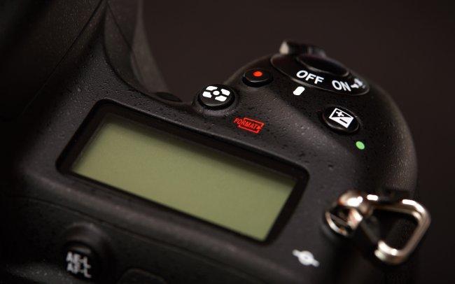 Auch das 2. Display der Nikon D750 ist schmaler geworden