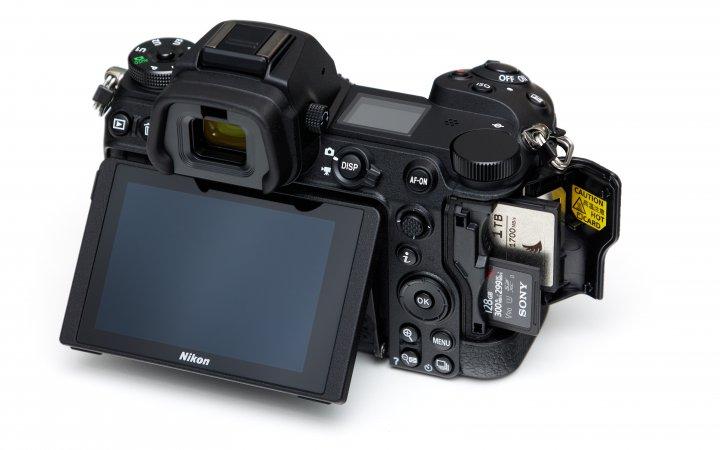 Nikon Z6 II: Eine der wenigen Neuerungen sind zwei statt einem Speicherkarten-Slot
