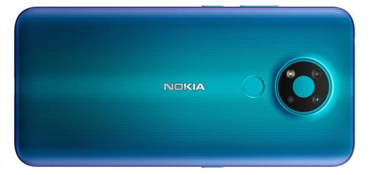 Die geriffelte Struktur der Rückseite des Nokia 3.4 verhindert, dass dieses auf glatten Oberflächen ins Rutschen kommt