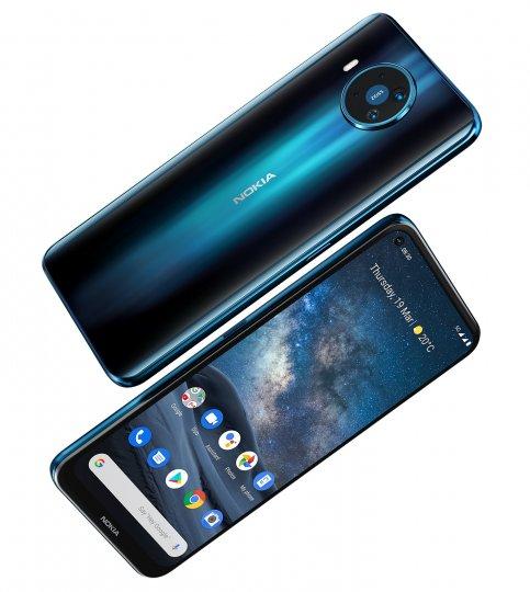 Das Nokia 8.3 5G steckt in einem Glasgehäuse und wird über ein 6,81-Zoll-IPS-Display gesteuert