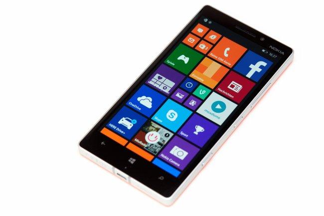 Nokia Lumia 930 - Ein AMOLED-Display in Full HD-Auflösung ziert die Front