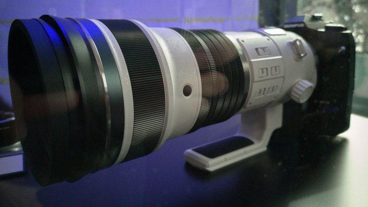Prototyp des Olympus ED 150-400 mm f/4.5 TC1.25x IS PRO