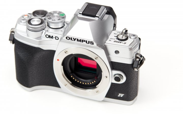 Olympus OM-D E-M10 Mark IV: Das Gehäuse bleibt, der alte Sensor geht
