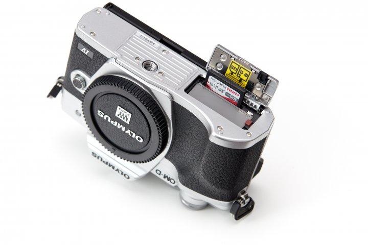 Olympus OM-D E-M10 Mark IV: Auch am SD-Karten-Controller wurde kräftig optimiert