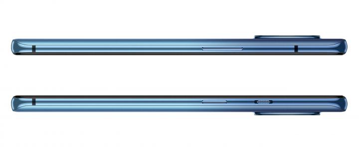 Auf der rechten Gehäuseseite des OnePlus 7T sitzt ein separater Knopf für Lautlos/Vibration/Leise neben dem An/Aus-Knopf. Links findet sich die Lautstärkewippe.