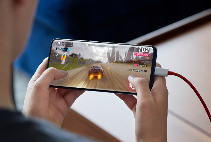 Das Display des OnePlus 7 hat eine hohe Taktrate von 90 Hz, doch leider drückt das die Akkulaufzeit