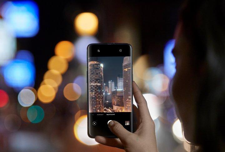 Für Aufnahmen bei schlechten Lichtverhältnissen ist beim OnePlus 7 Pro der Nightscape-Modus an Bord