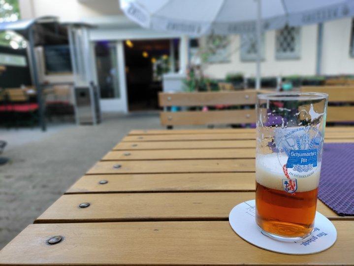Bei dieser gelungenen Bokeh-Aufnahme des OnePlus Nord CE 5G bekommt man Durst auf ein leckeres Altbier