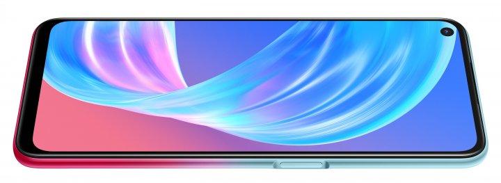Das LCD-Display des Oppo A73 5G ist nicht sonderlich leuchtstark und bietet auch keine satten Farben und Kontraste. Der Fingerabdruck-Scanner ist rechts im An/Aus-Knopf integriert.
