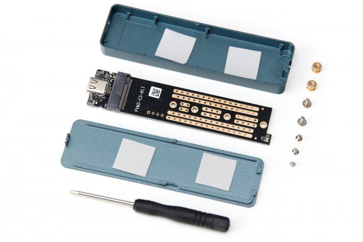 Orico NVMe-SSD-Gehäuse: Im Lieferumfang sind alle benötigten Schrauben doppelt vorhanden