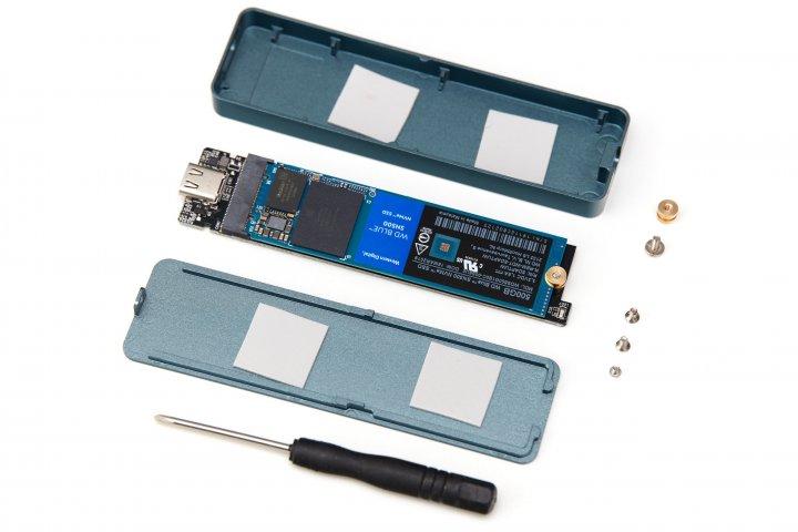 Orico NVMe-SSD-Gehäuse zusammen mit einer montierten M.2-SSD von Western Digital