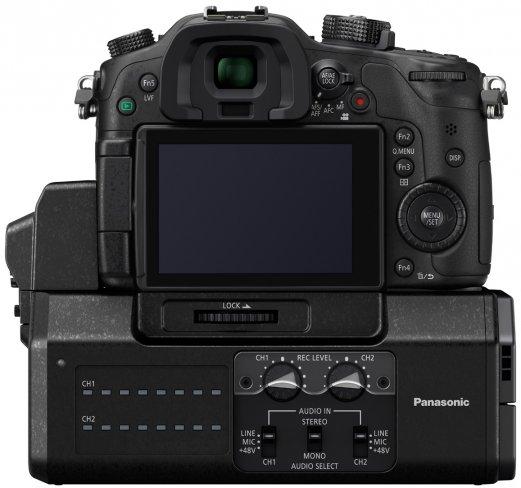 Panasonic Lumix DMC-GH4: Rückseite mit Video-Interface DMW-YAGH [Bildmaterial: Panasonic]