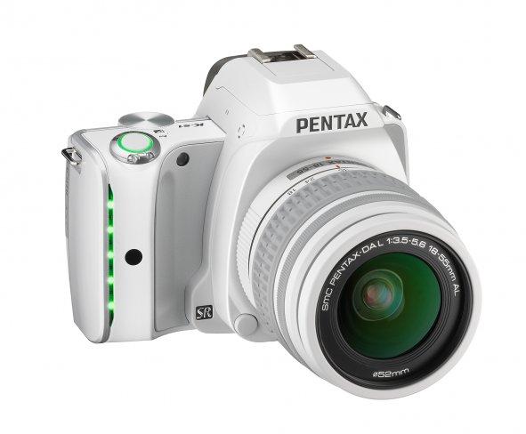 Pentax K-S1 mit SMC Pentax-DAL 18-55 mm AL Kit-Objektiv [Bildmaterial: Ricoh Imaging]