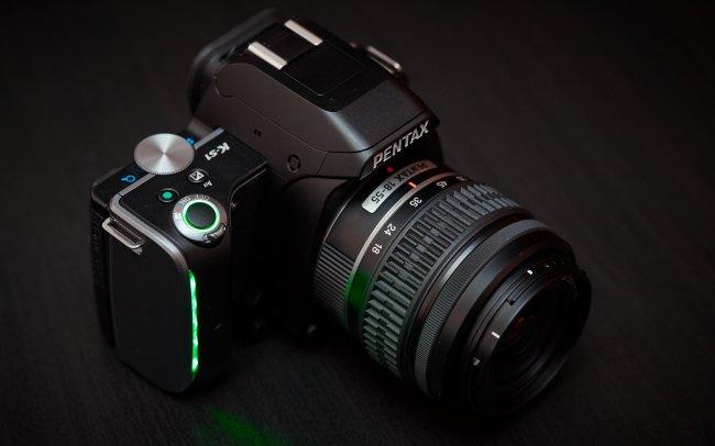 Kunststoff kombiniert mit vielen LEDs: Die Pentax K-S1