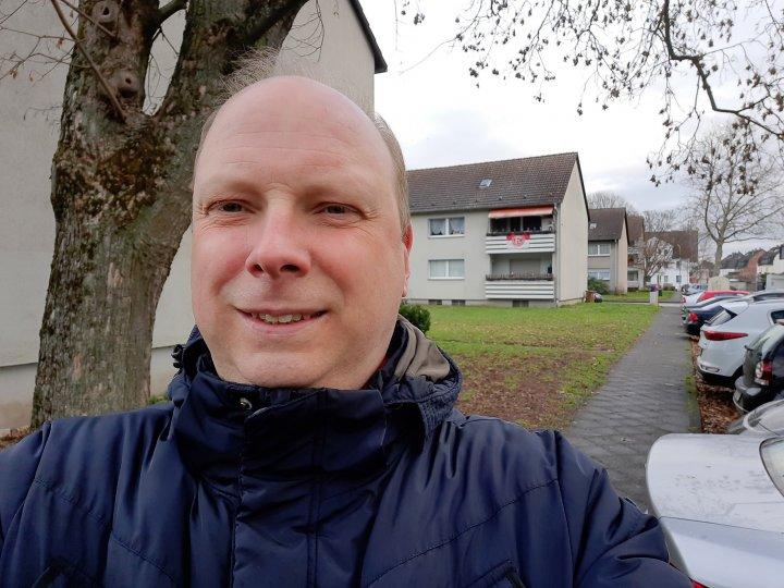 Auch Weitwinkel-Selfies sind mit dem Samsung Galaxy A51 möglich und gelingen
