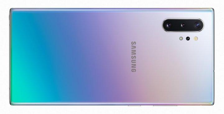 Die Rückseite und die abgerundeten Kanten des Gehäuses des Samsung Galaxy Note 10+ sind so glatt, dass das Phablet schon mal ins Rutschen geraten kann