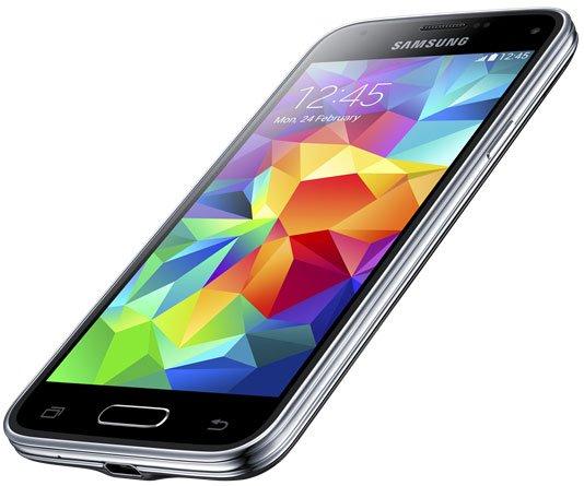 Das Galaxy S5 Mini soll ebenfalls nach IP67 wasserresistent sein, obwohl die Abdeckung am Micro-USB-Anschluss fehlt [Bildmaterial: Samsung]
