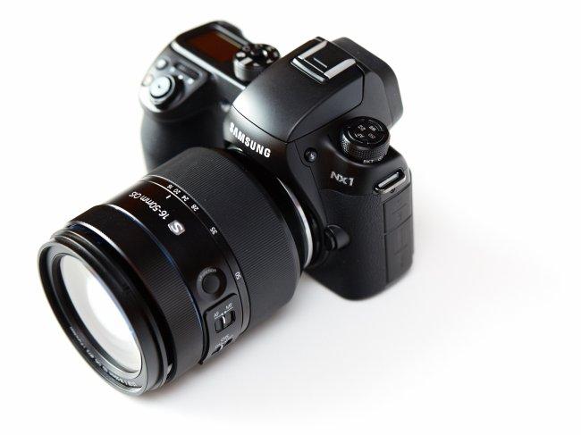 Samsung NX1 mit Premium-Standard-Zoom 16-50 mm f/2-2.8 OIS