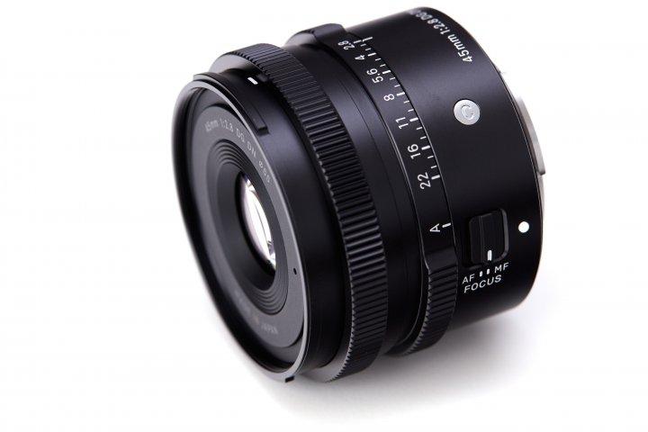 Sigma 45 mm f/2.8 DG DN Contemporary: Einen manuellen Blendenring gab es bei Sigma schon länger nicht mehr