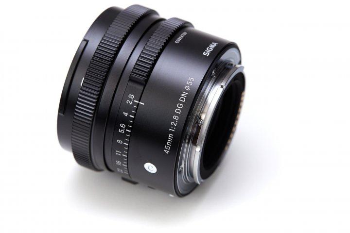 Sigma 45 mm f/2.8 DG DN Contemporary: Das Gehäuse besteht vollständig aus Metall