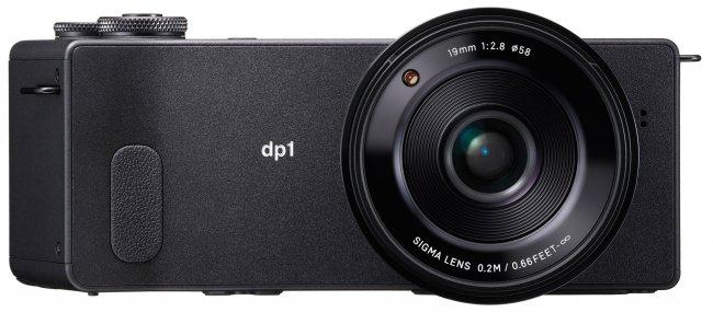 Die Front sieht der dp2 Quattro bis auf das verwendete Objektiv zum Verwechseln ähnlich [Bildmaterial: Sigma]