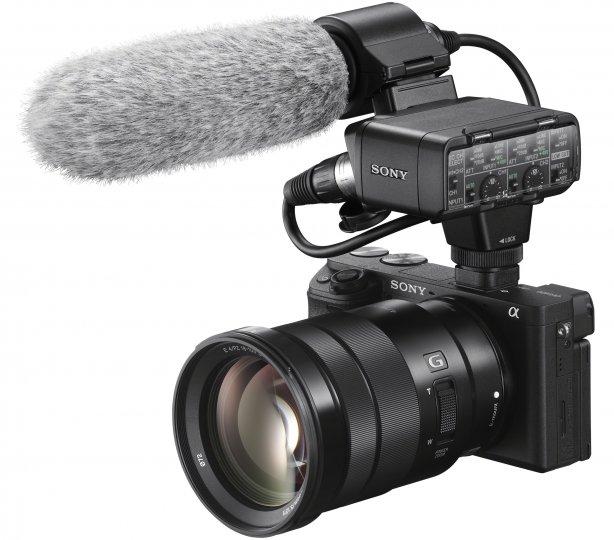 Sony Alpha 6400 mit 18-105 mm G und XLR-Adapter [Bildmaterial: Sony]