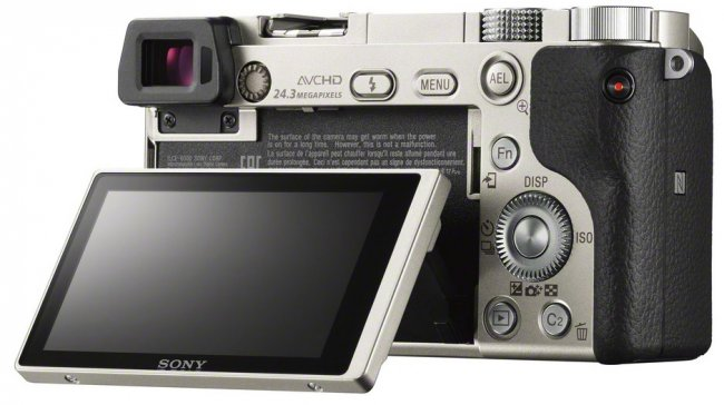 Sony Alpha 6000: Rückansicht [Bildmaterial: Sony]