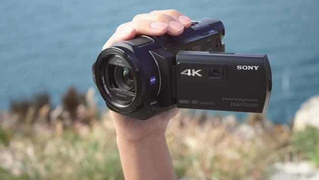 Sony FDR-AXP33: 4K-Camcorder mit integriertem Beamer [Bildmaterial: Sony]