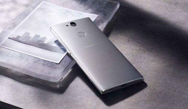 Der fest verbaute Akku des Sony Xperia XA2 Plus kann leider nicht überzeugen