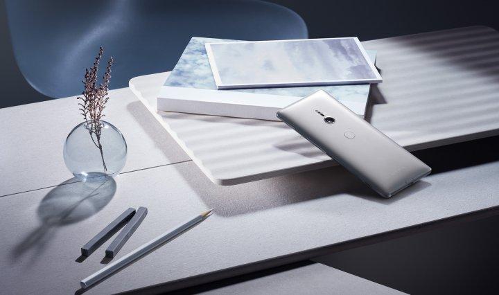 Die Glasrückseite des Sony Xperia XZ3 ist zwar schick, gerät aber auch leicht ins Rutschen