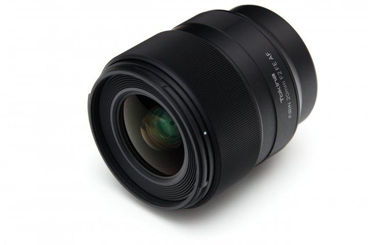 Tokina FiRIN 20 mm F2 FE AF: Das Objektiv fällt angenehm kompakt aus