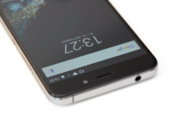 UMI Super 4G: Die Oberseite nimmt einen Kopfhöreranschluss und die Antenne auf