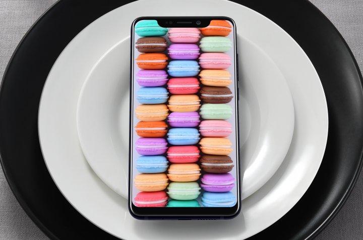 Das 6,2-Zoll-OLED-Display bietet intensive Farben und deckt fast die gesamte Vorderseite des ZTE Axon 9 Pro ab