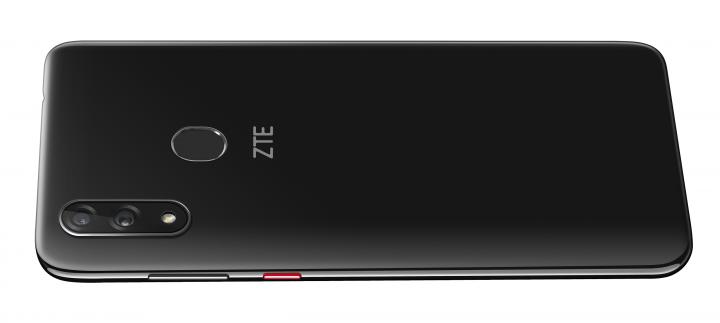 Der fest verbaute Akku des ZTE Blade V10 konnte im Test überzeugen