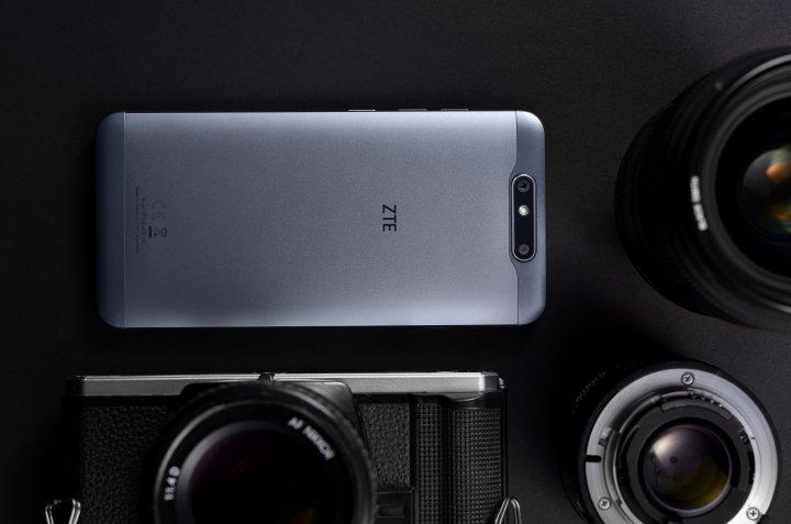 Das ZTE Blade V8 verfügt über eine 13-MP-Kamera mit Autofokus und eine 2-MP-Knipse mit Fixfokus
