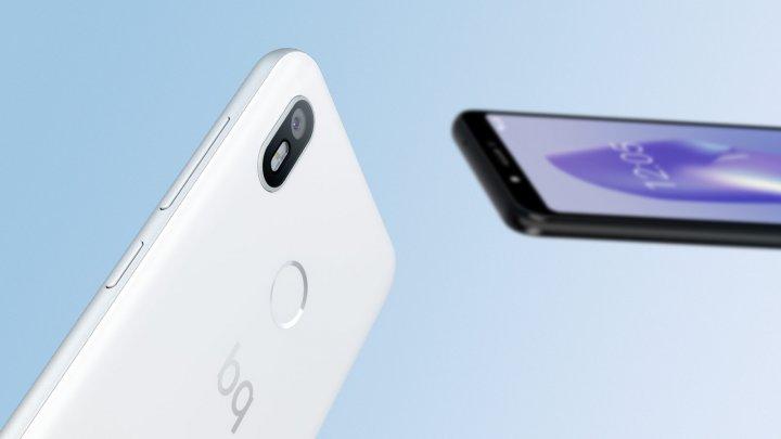 Das bq Aquaris C ähnelt im Design dem bq Aquaris X2 Pro, hat aber nur eine einfache Kamera