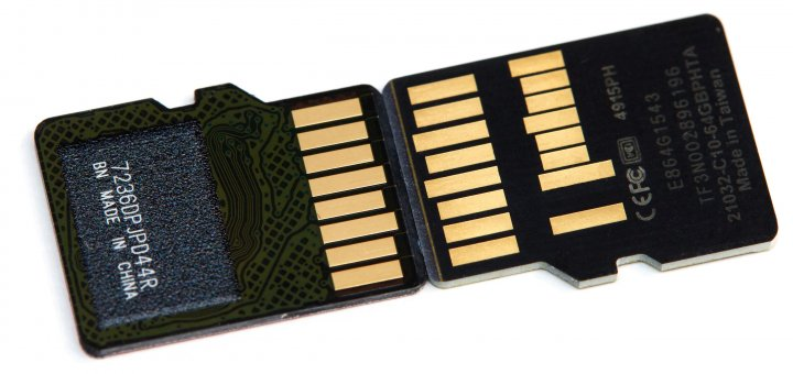 microSD-Speicherkarten: UHS-I- (li.) und UHS-II-Schnittstelle im Vergleich